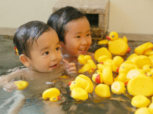 アヒルの家族と貸切風呂